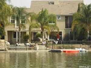高贵隐密的湖景高级住宅社区,每户皆能直接湖边,享受水上风光。(Anil Wadhwani提供)