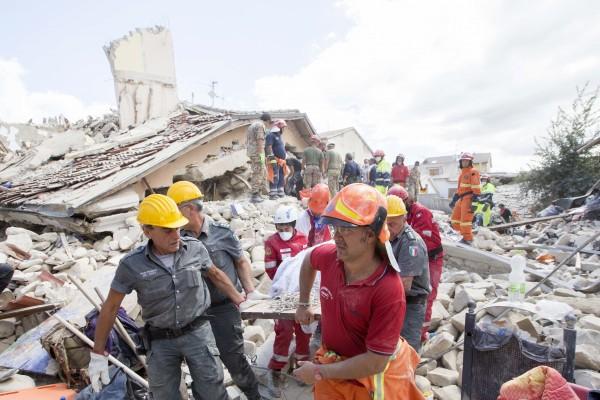 意大利再传强余震 救援工作受阻