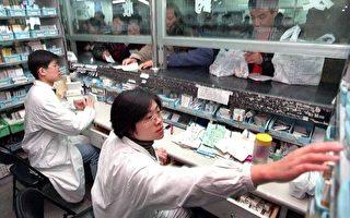 """中国专家披露大陆卫生健康领域面临的五个主要挑战,以及""""看病贵""""问题恶化的原因。(LIU JIN/AFP)"""