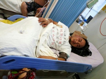 8月25日下午3时,来自湖北的唐先生与四川籍的曾先生在北京地铁里喝农药自杀,他们是天津现货交易所金融诈骗受害者。(网络图片)