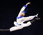 """新唐人第七届""""全世界中国古典舞大赛""""8月1日在台北举行,图为少年男子组参赛选手翁梓恒表演。(陈柏州/大纪元)"""