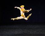 """新唐人第七届""""全世界中国古典舞大赛""""亚太区初赛8月1日在台北举行,图为青年男子组参赛选手文译贤表演。(陈柏州/大纪元)"""