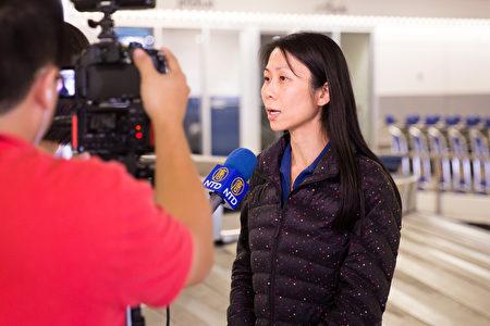 王晓丹2016年8月初返回美国机场时接受采访。(戴兵/大纪元)