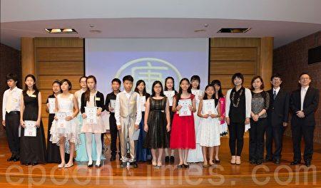 2016新唐人音樂大賽高雄場長笛組獲優選和決賽選手。(鄭順利/大紀元)