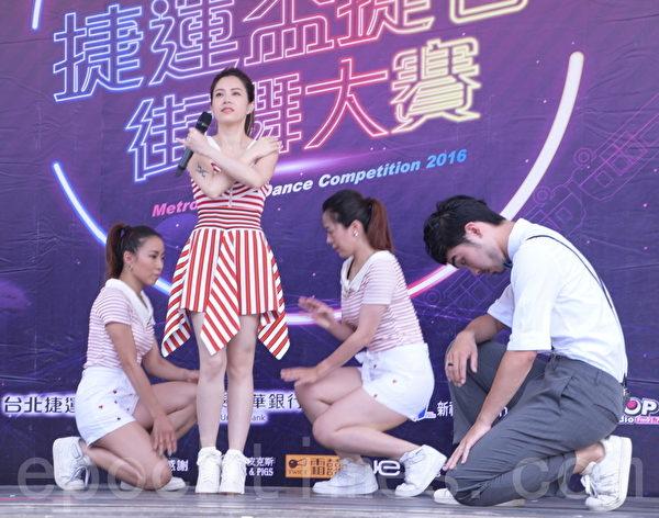 徐怀钰出席2016捷运杯捷客街舞大赛