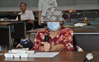 常人聞癌色變,76歲的阿美阿嬤(前)27年間卻罹患7種癌症,才剛動完肺腺癌手術的她樂觀地說,有病就要看醫生,癌症不可怕,可怕的是不治療。(台南市立醫院提供)