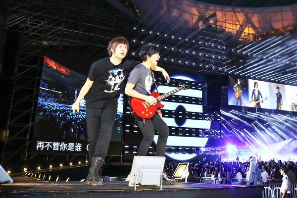 """五月天""""Just Rock It 2016""""新巡演北京场再创惊喜,打破自己2012年连开两场演唱会的记录。(相信音乐提供)"""