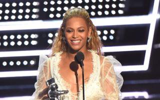 碧昂丝风光拿下年度最佳音乐录像带奖的最高荣誉(Michael Loccisano/Getty Images)