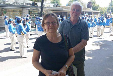 瑪格麗特和先生都表示支持法輪功學員反迫害。(明慧網)