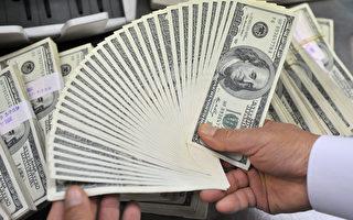 1月3日,美元對歐元上升至14年來最高水平。(JUNG YEON-JE/AFP/Getty Images)