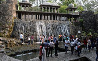 印度部長又失言 建議外國女遊客不要穿裙子