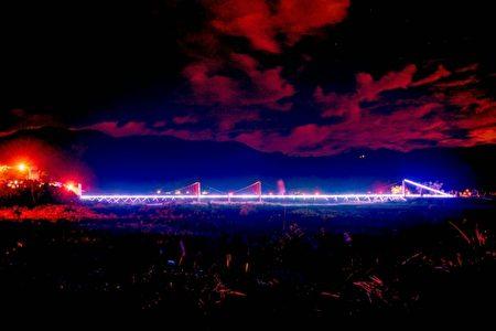 寒溪吊桥摇身一变成七夕鹊桥。(大同乡公所提供)