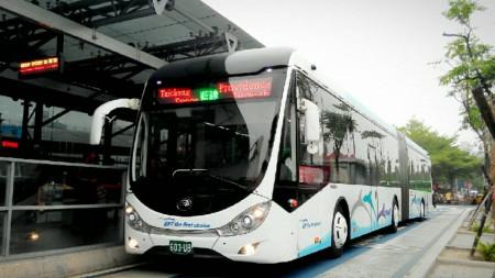 台中市府推動7路公車進大學校園,期待減少學生機車使用量,降低交通事故。(黃玉燕/大紀元)