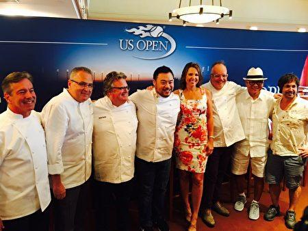 主办方邀请名厨为球迷们设计菜单,制作美食。