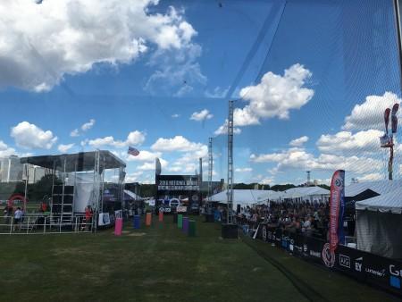 赛场高手云集,图为两架无人机正在空中飞行。
