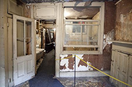 位于纽约市下东区Orchard大街97的移民博物馆,博物馆内未经还原的一房间。