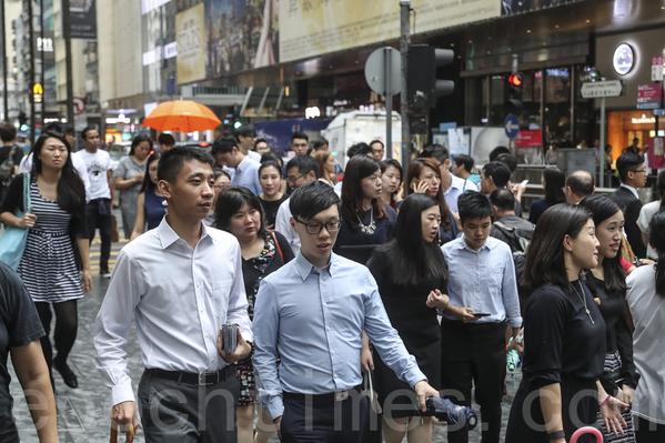 香港大專生收入20年跌17.4%