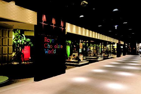 """位于北海道新千岁机场三楼的""""ROYCE' 巧克力乐园""""(ROYCE' 提供)"""