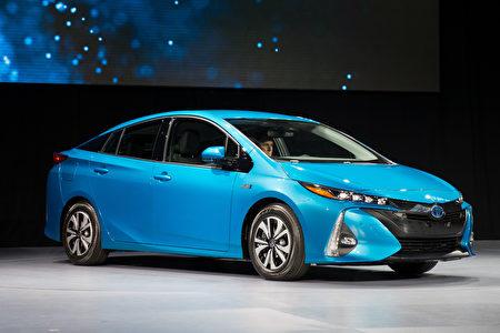 豐田(TM)油電混合動力車普銳斯(Prius)不論在低里程數階段(第一個75000英里)還是達到15萬英里里程階段,都是維護費用最低的車款。(戴兵/大紀元)