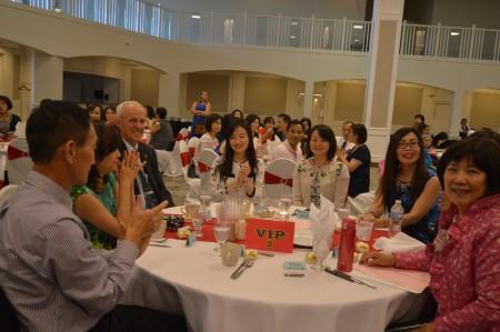 圖: 溫哥華合家歡聯誼會會員大會晚宴的嘉賓席位之一。 (邱晨/大紀元)