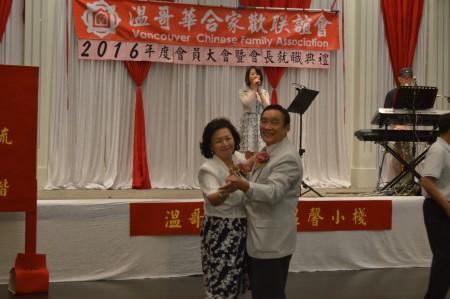圖: 溫哥華合家歡聯誼會會員大會晚宴上,孫淑蕙與呂金陵夫婦翩翩起舞。 (邱晨/大紀元)