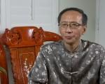 李景新医生谈如何以艾灸穴位来保健防病。(刘宁/大纪元)