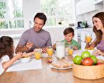 在孩子的开学季到来之际,学会应用一些实用厨务技巧,不但可让厨房井井有条,也可以免去很多辛苦。(Fotolia)