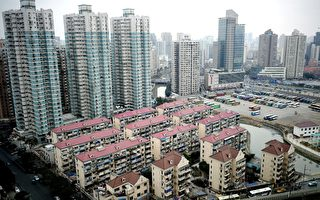 This picture taken on January 14, 2011 shows high rise residential buildings in Shanghai. China's official data showed on January 17, 2011 that property prices in China's major cities posted their fourth straight month-on-month rise in December, as sales also picked up pace.  AFP PHOTO / Philippe Lopez (Photo credit should read PHILIPPE LOPEZ/AFP/Getty Images)