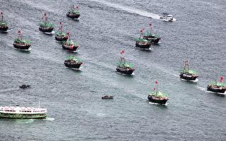 中國跟鄰國的領土紛爭部分要歸咎於本地漁業資源的崩潰,因為近海魚類枯竭在推動中國捕撈船隊挺進公海、甚至鄰國海域。  (LAURENT FIEVET/AFP/GettyImages)