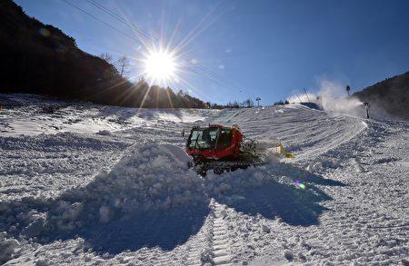 拍攝於2016年1月13日,一個即將在2018年舉行的平昌冬奧會的比賽場地正在為初次測試作準備。 (JUNG YEON-JE/AFP/Getty Images)