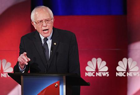 1月17日桑德斯参加民主党大选辩论会。( Andrew Burton/Getty Images)