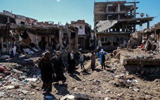 土耳其锡尔纳克省吉兹雷镇的警察总部,于2016年8月26日遭到汽车炸弹攻击,造成9人死亡,64人受伤。本图为位于土、伊、叙三国边界附近的吉兹雷镇,是土国最动荡和满目疮痍的地区。(ILYAS AKENGIN/AFP/Getty Images)