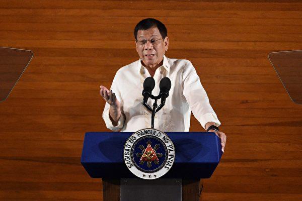 菲律宾总统杜特蒂对南海立场忽软忽硬。(TED ALJIBE/AFP/Getty Images)