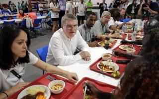 世界名廚將里約奧運村多餘食物變成窮人佳餚
