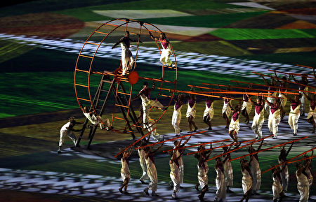 RIO DE JANEIRO, BRAZIL - AUGUST 05: Performers take part in the Opening Ceremony of the Rio 2016 Olympic Games at Maracana Stadium on August 5, 2016 in Rio de Janeiro, Brazil. (Photo by David Rogers/Getty Images)