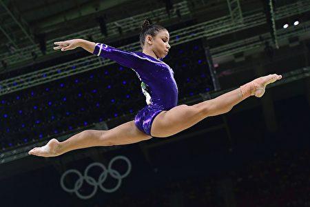 巴西人气小公主弗拉维娅·赛瑞瓦在里约奥运体操预赛中。(ANTONIN THUILLIER/AFP/Getty Images)