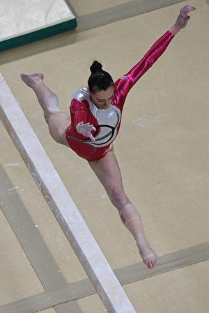 罗马尼亚老将卡塔莉娜·波诺尔在里约奥运平衡木预赛中。(ANTONIN THUILLIER/AFP/Getty Images)