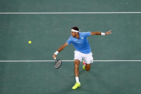 阿根廷网球选手戴波特罗(Juan Martin del Potro)在准决赛中,以5-7、6-4和7-6(7/5)力克西班牙蛮牛纳达尔(Rafael Nadal),晋级里约奥运网球男单决赛。(Dean Mouhtaropoulos/Getty Images)