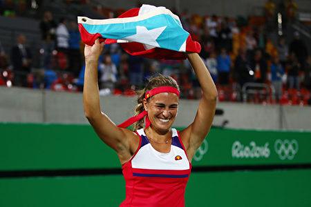里约奥运网球赛结束了女单冠军的争夺,世界排名34位的波多黎各选手普伊格夺得金牌。(Clive Brunskill/Getty Images)