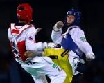 8月17日,奧運跆拳道男子58公斤級比賽中,中國選手趙帥(藍色頭盔者)爆冷奪金牌。 (Ryan Pierse/Getty Images)