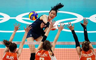 2016里約奧運女排半決賽中,朱婷作為中國女排的主攻手對陣荷蘭女排。( Jamie Squire/Getty Images)