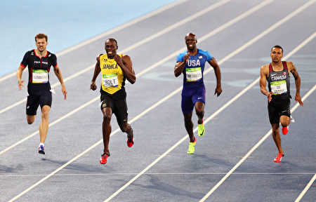 RIO DE JANEIRO, BRAZIL - AUGUST 18: Usain Bolt of Jamaica, Andre de Grasse of Canada and Christophe Lemaitre of France compete in the Men's 200m Final on Day 13 of the Rio 2016 Olympic Games at the Olympic Stadium on August 18, 2016 in Rio de Janeiro, Brazil. (Photo by Paul Gilham/Getty Images)