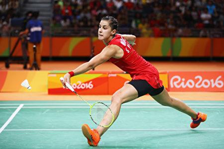 RIO DE JANEIRO, BRAZIL - AUGUST 19: 2016年里约奥运会羽毛球女子单打决赛落幕,头号种子、西班牙马林(Carolina Marin)在决赛中逆转战胜印度的辛杜(P.V. Sindhu)赢得女单金牌,她成为史上第二个赢得奥运单打冠军的非亚洲球员。(Clive Brunskill/Getty Images)