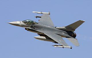 一架F-16C战隼2007年九月在内华达试验和训练靶场。 (Ethan Miller/Getty Images)