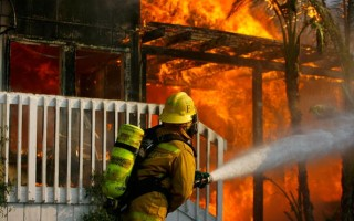 兩家庭改三家庭未報保險公司 火災後索賠難