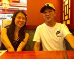 王曉丹(左)18歲離開中國,18年後才首次和父親王治文(右)在中國短暫重逢。(王曉丹提供/大紀元)