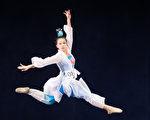新唐人第七屆「全世界中國古典舞大賽」8月1日在台北舉行,圖為少年女子組參賽選手李冠慧表演。(陳柏州/大紀元)