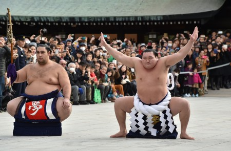 白鹏横纲在2016年的新年仪式上。(Kazuhiro Nogi/Getty Images)