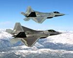 19日美國兩架F -22s戰鬥機在敘利亞哈塞克(Hasakah)上空巡邏時,與敘利亞政府軍的兩架Su-24戰鬥機「相遇」。圖為F-22s。(美國空軍圖片,維基公有領域)