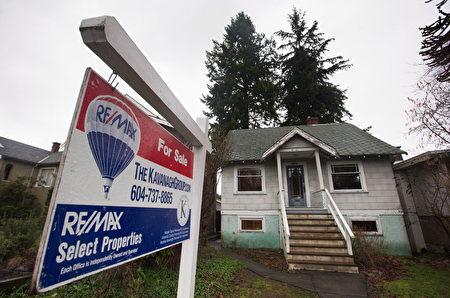今年1月,温哥华一幢建于1930年的房子开价240万。高房价令政府不得不介入房市。(加通社)